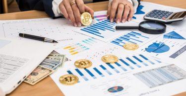 Bitcoin é um investimento? Descubra agora se vale a pena comprar